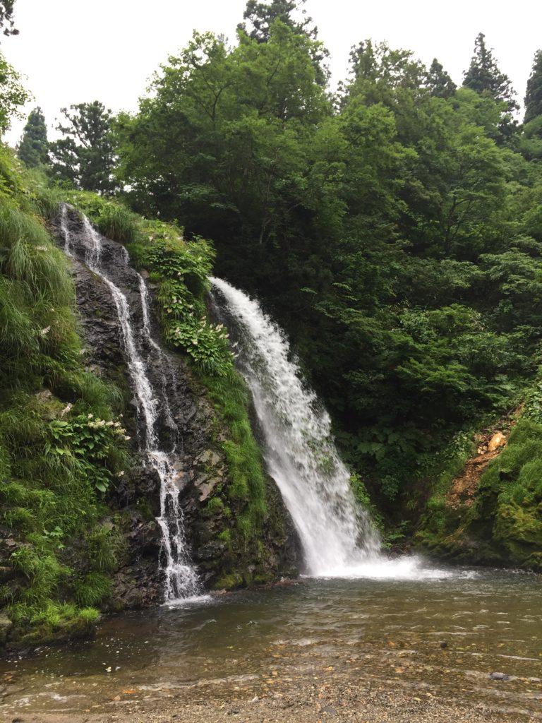 銀山温泉 銀山遊歩道 散策 白銀の滝