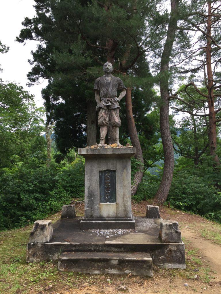 銀山温泉 銀山遊歩道 儀賀市郎左衛門の像