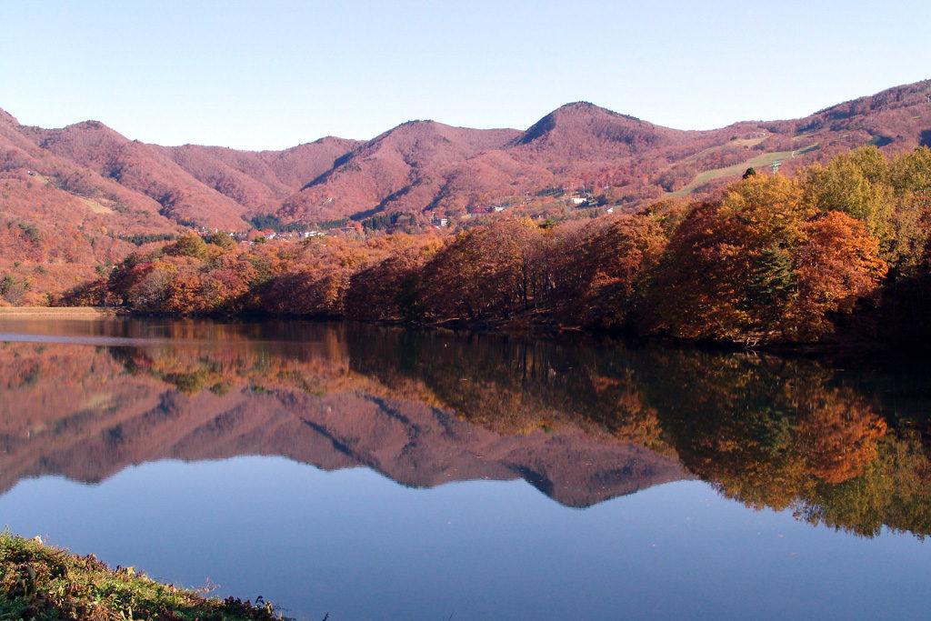 山形市 鴫の谷地沼 紅葉
