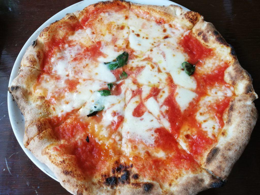 緑のイスキア ピザ ピッツァ マルゲリータ