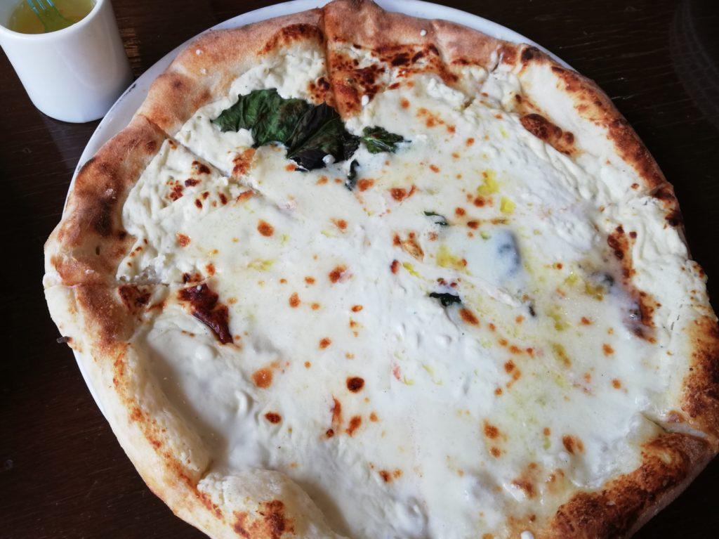 緑のイスキア ピザ ピッツァ クワトロフォルマッジ